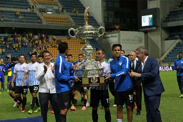 Historia del fútbol - Página 2 Malaga_primer_trofeo_carranza