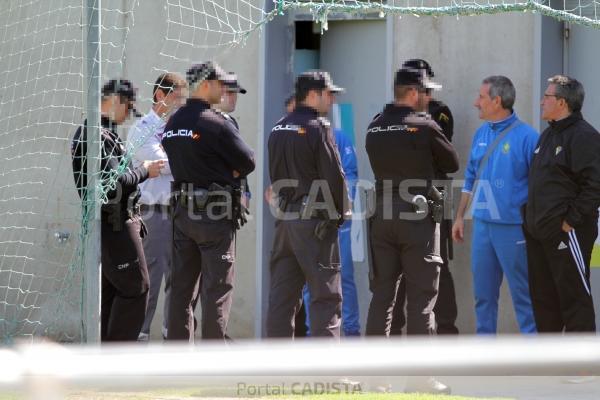 La polic a puso orden al caldeado encuentro entre el c diz - Policia nacional cadiz ...