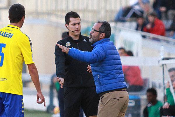 Cervera fue expulsado y acabó desquiciado con el cuarto árbitro